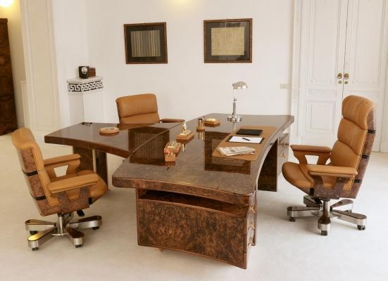 Arredo studio presidenziale: scrivania con penisola di Ra Mobili