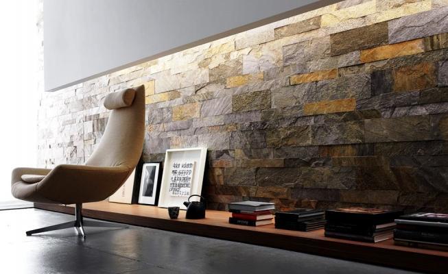 Angolo living con parete décor in gres di Parmigiana rivestimenti