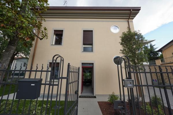 Casa ecologica a impatto zero a Modena: facciata principale (foto di Pini Paride)