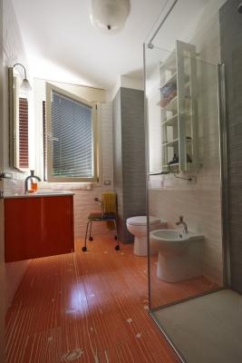 Bagno Villa Monica , casa ecologica realizzata da Sistem (foto di Pini Paride)