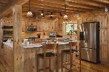 Cucina rustica di una casa in montagna da Pinterest