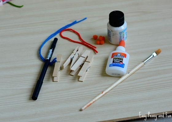 Materiale per realizzare mollette pupazzi di Natale
