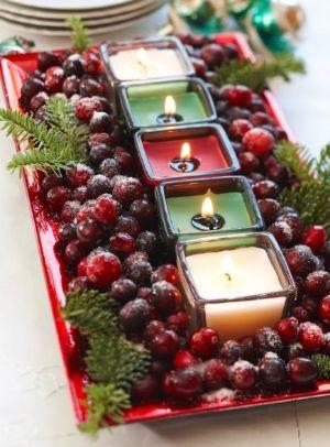 Centrotavola con candele e frutti di bosco di Midwestliving.com