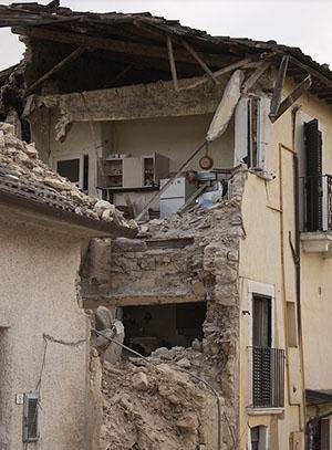 Costruzioni antisismiche: gli effetti della spinta del tetto