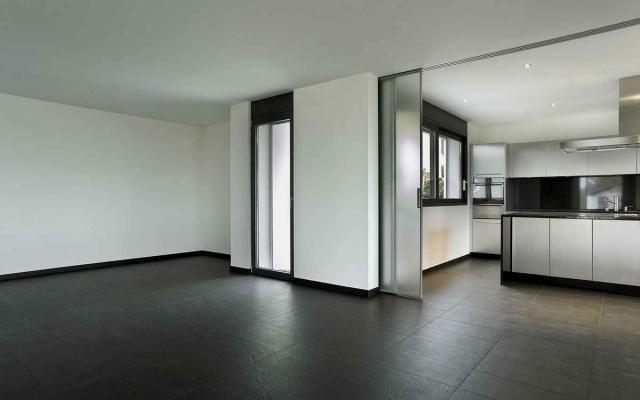 Cucina e soggiorno divisi da porte scorrevoli in vetro - Cucine con vetrate ...