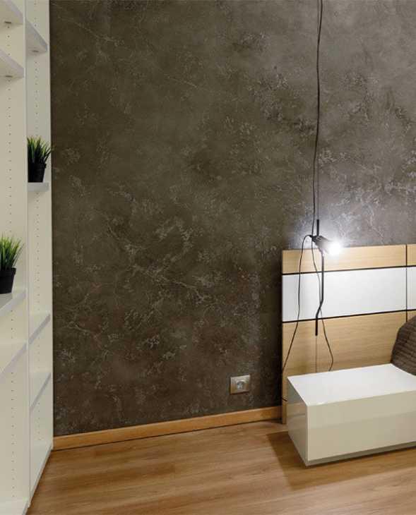La tinteggiatura della parete del letto è la più forte - effetto marmorino con i prodotti di San Marco