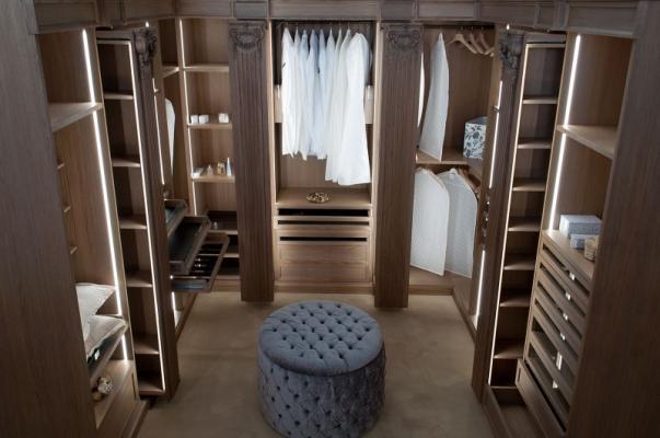 Cabina armadio con elementi scorrevoli, di New Design Porte