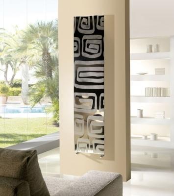 Termoarredo Frame Decor Cordivari ad effetto specchiato, su interparete salotto