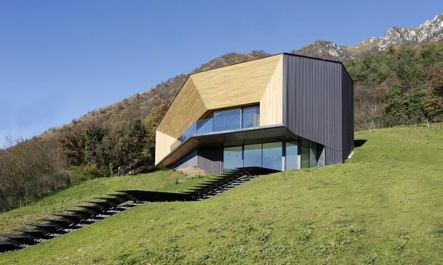 Alps Villa, un progetto sostenibile in rame  di Camillo Botticini Architetto , prospetto frontale