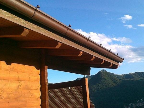 Il rame nella copertura dei tetti - Gronda e rete parapasseri