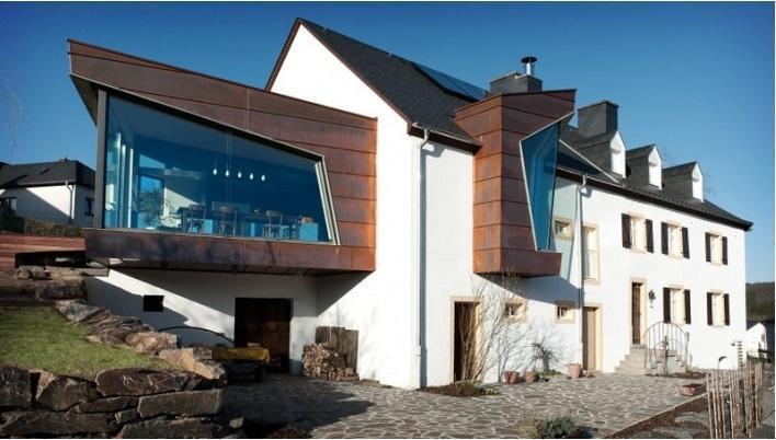 Casa di rame: in questa casa residenziale in Lussemburgo sono stati aggiunti nuovi volumi, caratterizzati da una rivestimento in rame. Progetto di team31 architecture office (foto di P. Lobo)