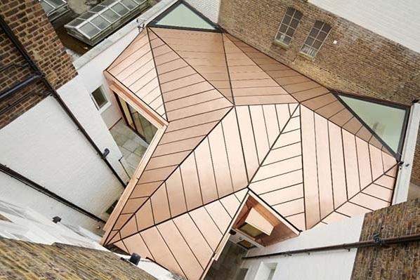 Un tetto in bronzo per nuovi uffici a Londra (foto di Alan Williams).