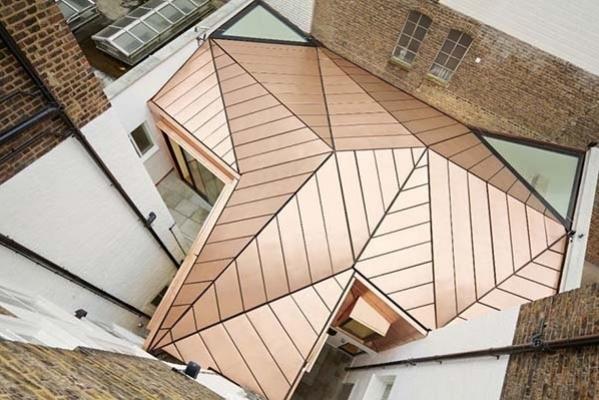 Copertura tetto in rame for Tettoia inclinata del tetto