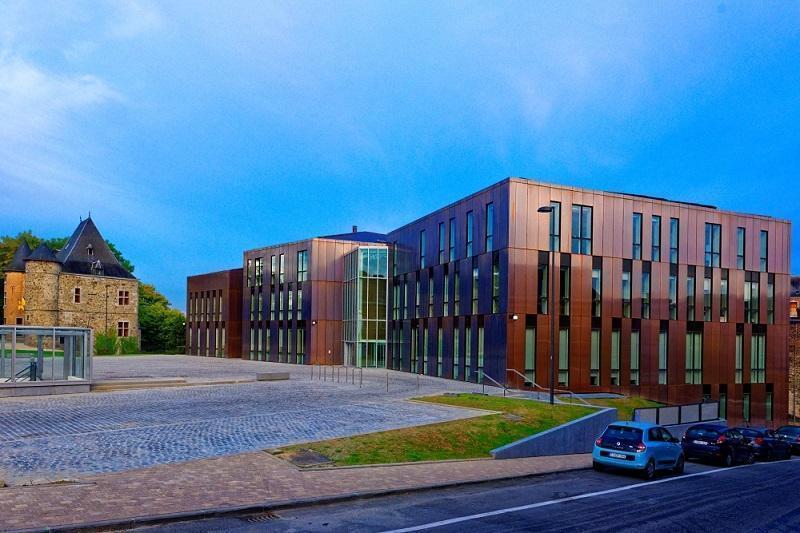 Municipio a Gembloux, Belgio, rivestito in rame (Foto: Alain Mengal)