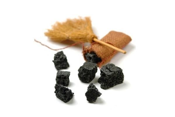 Addobbi per l'Epifania scopa con carbone da Pinterest