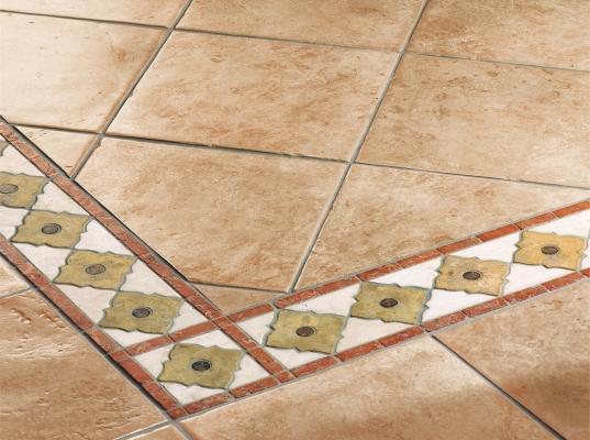 Soluzione decorativa per pavimento con greca Fiore di Cotto d'Este