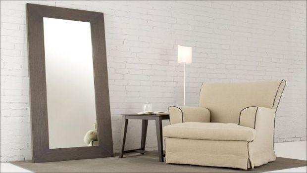 Un tocco chic al soggiorno e alla casa con gli specchi da terra