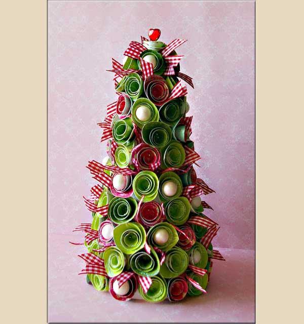 Albero natalizio con roselline di carta, by i-love-scrapbooking.blogspot.fr