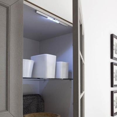Illuminazione a led negli armadi e nei cassettoni
