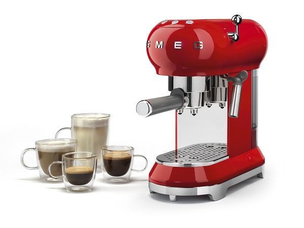 Macchine per caffè espresso in casa in stile vintage di Smeg