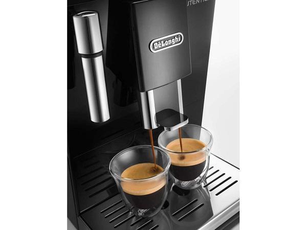 Macchine per caffè espresso in casa con comandi touch di De Longhi