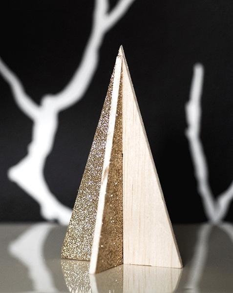 Mini albero in legno decorato di curbly.com