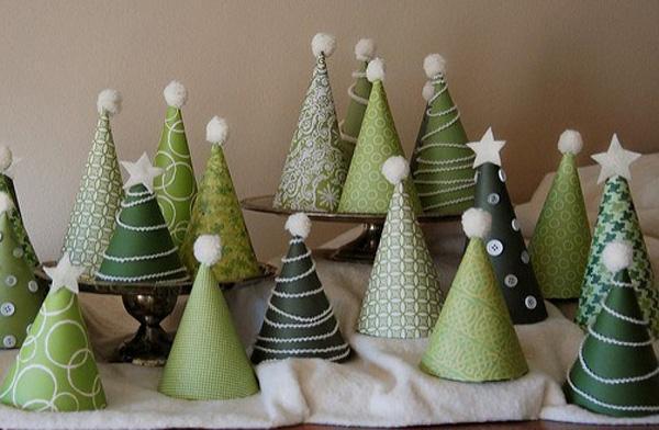 Alberi di Natale con coni di cartoncino di pinksuedeshoe.com