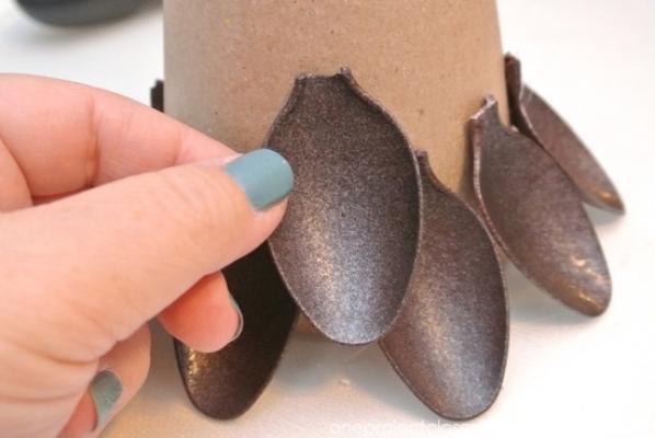 Realizzazione mini albero con cucchiai di plastica di oneprojectcloser.com