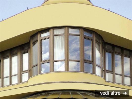 Ecocompatibilità ed estetica degli infissi, finestratura continua di Obiettivo legno