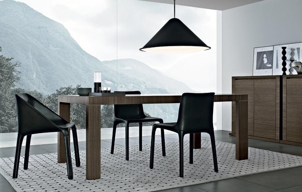 Living aperto sul panorama, con tavolo allungabile Master Due by Poliform