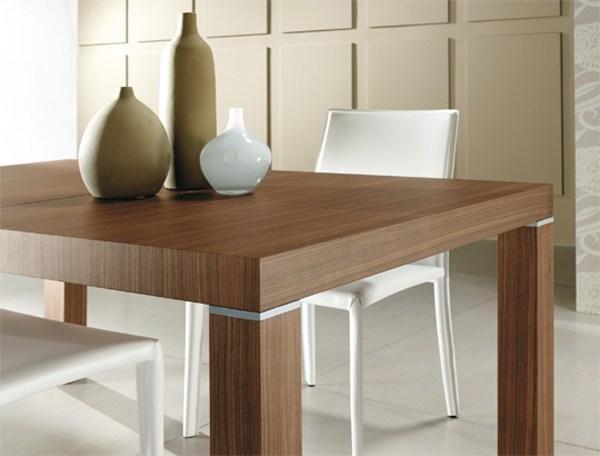 Tavolo allungabile in legno Riflessi Club: particolari in alluminio