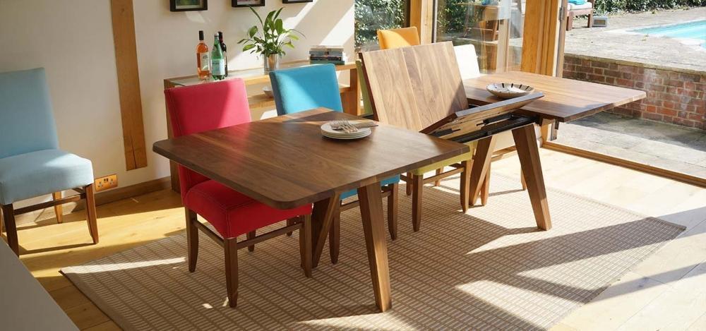 Tavolo allungabile in legno massello con prolunghe centrali, creazione Berrydesign