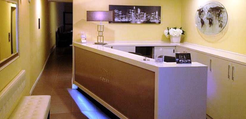 Angolo reception di bed & breakfast: arredo Art & Business