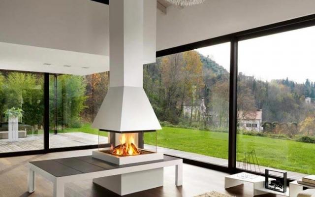 Camino centrale a legna con tavolino di servizio, design Piazzetta