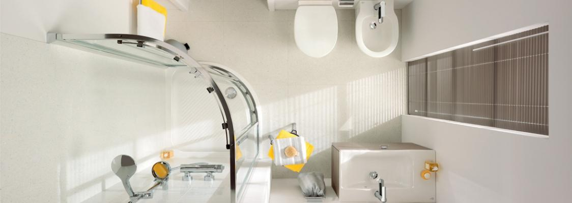 Vista dall'alto di bagno con sanitari Connect Space Ideal Standard
