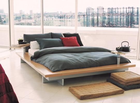 Camera  da letto aperta sul panorama metropolitano, con letto Peter Maly Ligne Roset