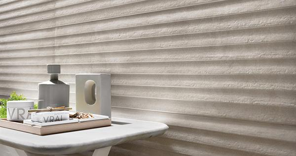 Linea TerraCruda di Ragno: piastrelle ceramiche con texture ispirata a un muro di conci di pietra.