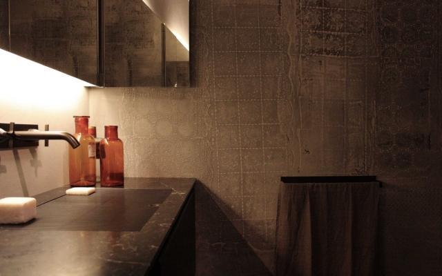 Rivestimento decorato in terra cruda TerraBase by Matteo Brioni.