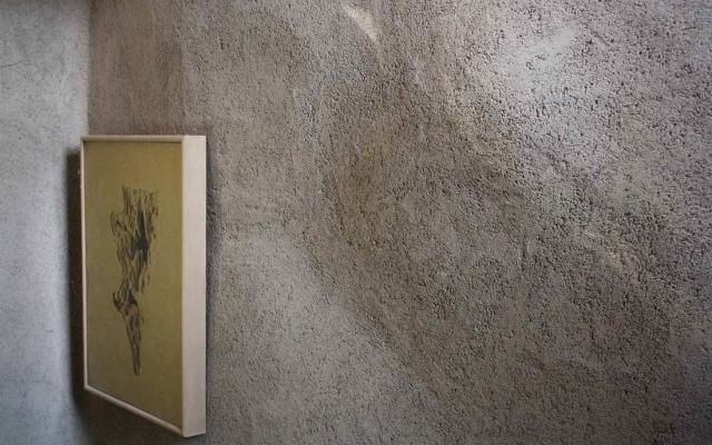 Intonaco grezzo di argilla TerraBase di Matteo Brioni.