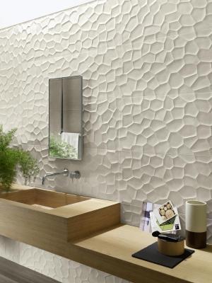 Collezione TerraCruda di Ragno: piastrelle ceramiche dalla texture ispirata all'aspetto di un terreno argilloso dopo mesi di siccità.