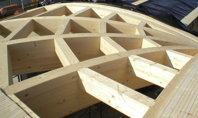 Tetto in legno lamellare in costruzione, di Proholz Emilia