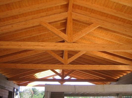 Tetto in legno con capriate classiche realizzato da Prolegno