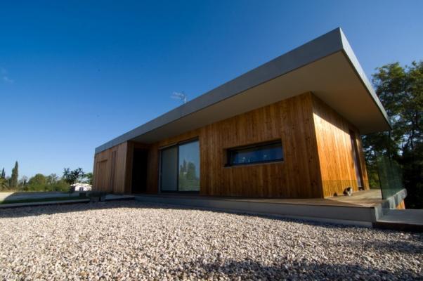 Casa in legno in stile contemporaneo realizzato da Proholz Emilia