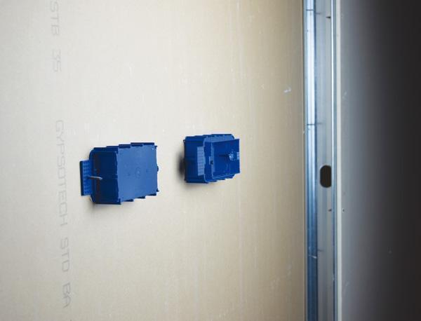 Installazione contemporanea di due scatole da incasso AVE
