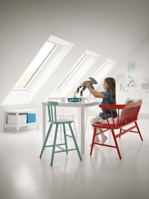 Mansarda luminosa con le finestre per tetti VELUX