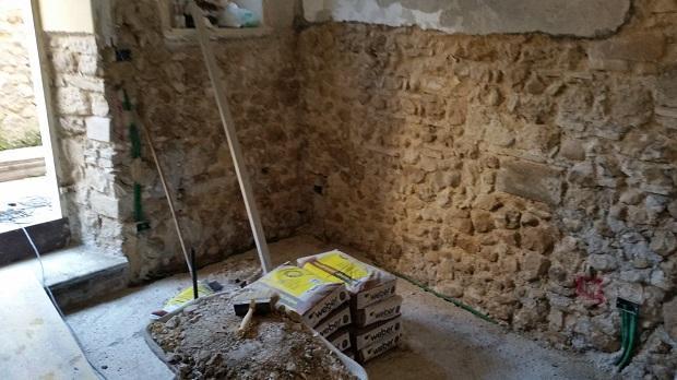 Disintonacatura mediante spicconatura a vivo muratura di pietrame