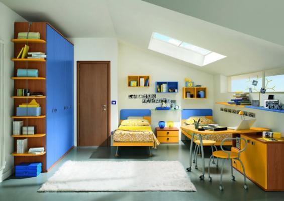 Cameretta con vivaci mobili gialli e azzurri, di Max Camerette