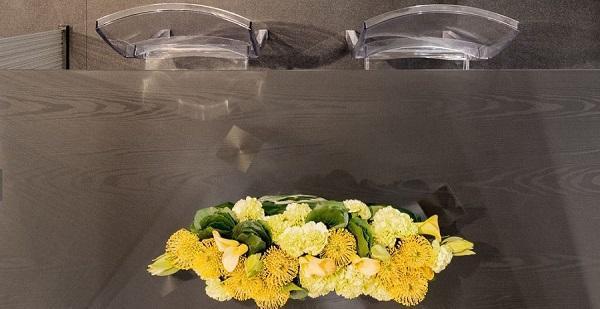 Mobili in vetro: Omnidecor, piano tavolo effetto legno