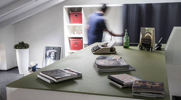 Mobili per mansarde: home office in mansarda Lago