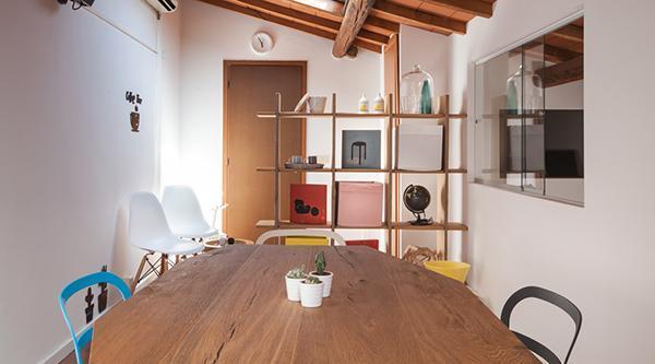 Mobili mansarda: home office  arredato con mobili Lago